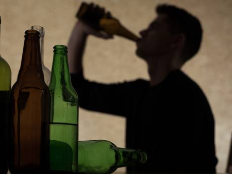 Brit (24) slaat man met bierfles op Markt in Roosendaal: 'Grote groep rende achter één persoon aan'