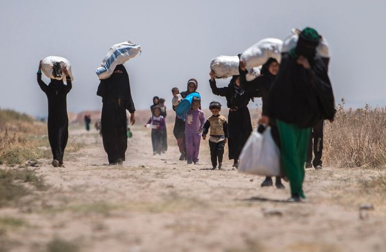 Inwoners uit de omgeving van Aleppo vluchten naar het Turkse grensgebied. Beeld reuters