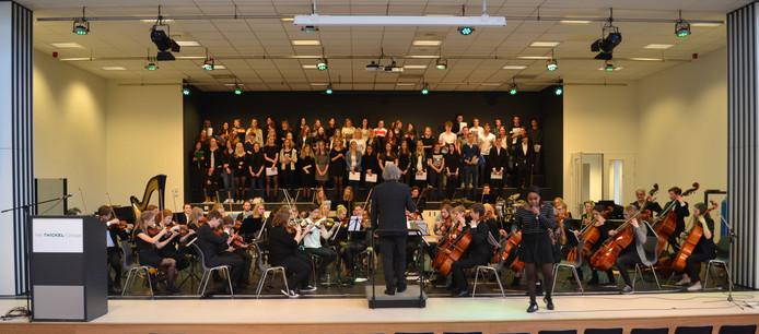Het Twents Jeugd Symfonie Orkest geeft een concert in het Twickel College.
