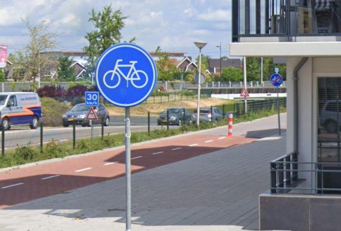 Het fietspad Jan ter Horststraat bij de rotonde wordt gereconstrueerd.
