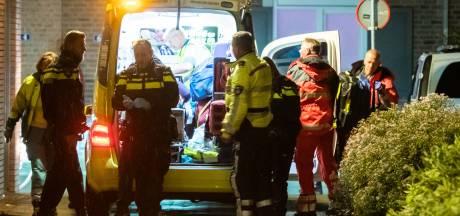 Man zwaargewond na val van balkon in Houten, politie doet onderzoek