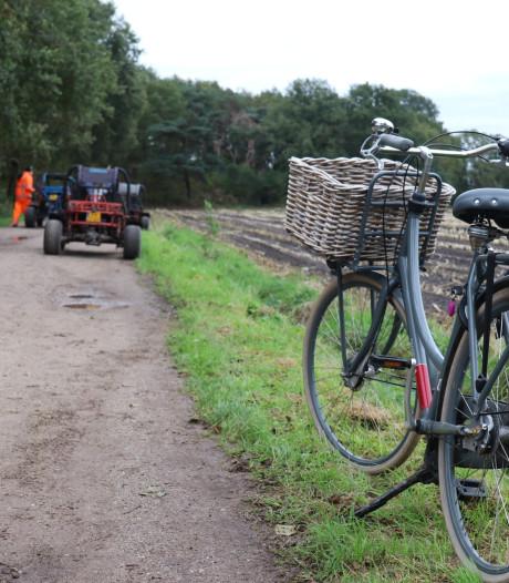 Buggy schept fietsster op zandweg: traumaheli landt in Nijkerk