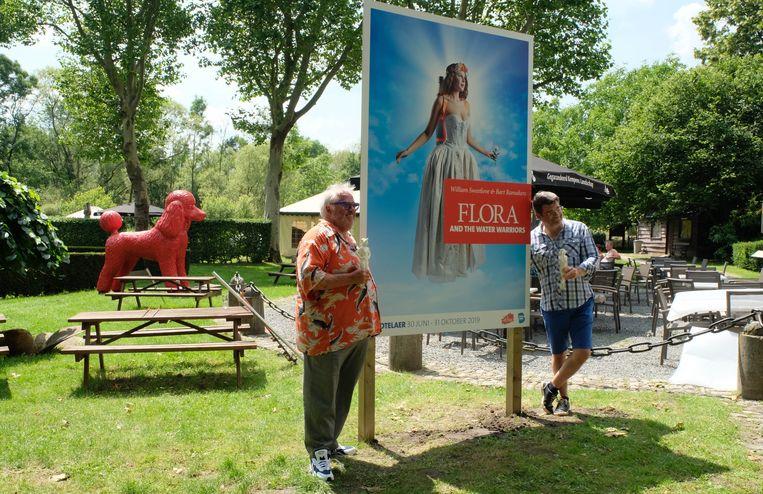 Kunstenaars William Sweetlove en Bart Ramakers kwamen mee de expo opstellen.