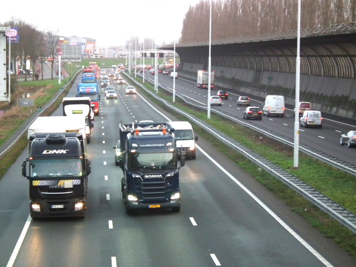 Vrachtverkeer op de A16 Dordrecht.