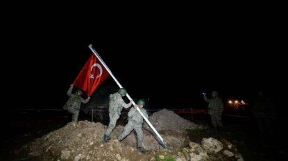 Turkije evacueert met 39 tanks graftombe stamvader uit Syrië