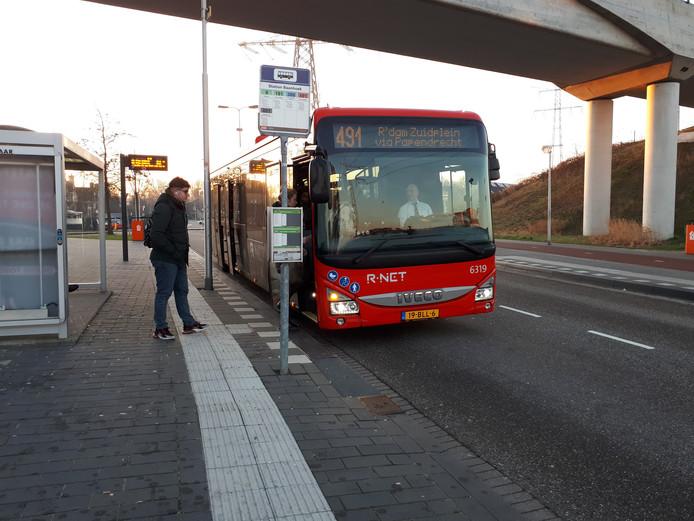 Qbuzz bij station Sliedrecht-Baanhoek.