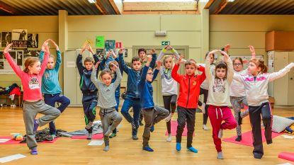 Kinderen doen aan yoga in De Pionier