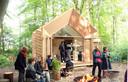 Een microwoning in het bos, een van de creatieve oplossingen tegen woningnood.