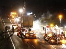 Rijbaan A73 vrij, berging van afgebrande aanhanger van vrachtwagen duurt nog tot 22.00 uur