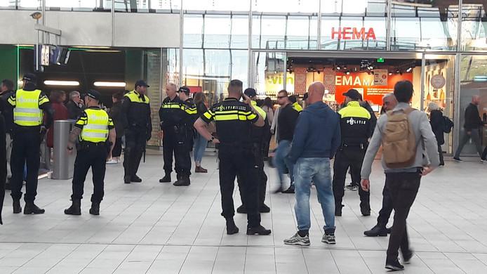 De politie is op de confrontatie tussen supporters voorbereid.