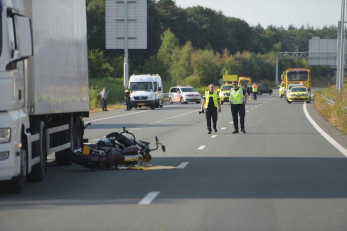 Ongeluk met motorrijder en vrachtwagen op A50 bij Son en Breugel