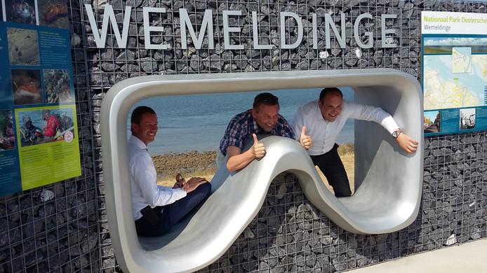 De duikbril bij de officiële opening in 2017.  Van links naar rechts: Wethouder Evert Damen van de gemeente Kapelle, toenmalig burgemeester Anton Stapelkamp van diezelfde gemeente en Wilco Jacobusse van Nationaal Park Oosterschelde.