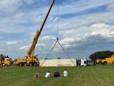 Belgische trucker crasht in weiland boer Dirk in Putten: 'Kan niet, weg is te smal!'
