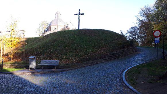 Via de app Virtuele Boring van de Vlaamse overheid kan je zien wat er allemaal onder de Muur zit.