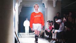 Kritiek op bekende Russische ontwerper na ongepast contact met minderjarigen, Adidas opent onderzoek