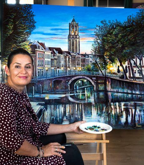 Anna-Marie versleet 350 kwastjes voor haar meesterwerk: een haarfijn gezicht op de Domtoren