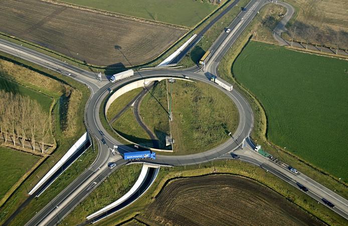De rotonde tussen Beeke n Donk en Gemert, met rechtsboven de Professor Dondersweg.