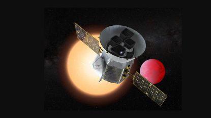 Planetenjager ontdekt planeet die rond twee zonnen draait