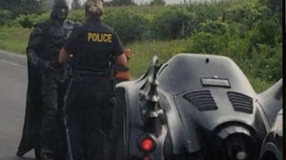 Canadese agente zet Batman aan de kant... maar niet voor een bekeuring