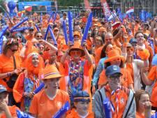 LIVE: 15.000 Leeuwinnenfans nemen Valenciennes over, totale Oranjegekte in Frankrijk
