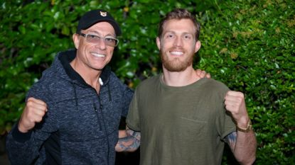 """Jean-Claude Van Damme kijkt uit naar Belgische Cage Warrior: """"Brian gaat voor de wereldtitel, we hebben een klik"""""""