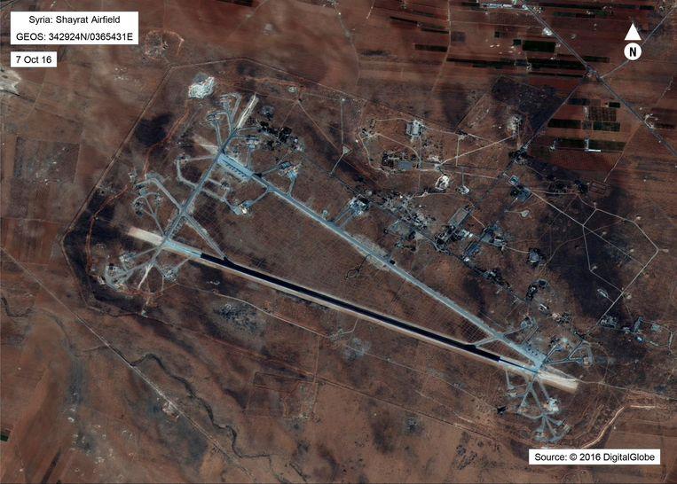 Syrische luchtbasis bij Shayrat, in de buurt van Homs, die in april 2017 onder vuur werd genomen door de VS als reactie op de chemische aanval destijds.  Beeld AP