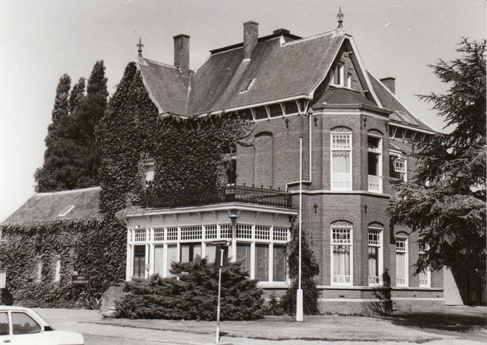 Oude politiebureau in Veldhoven (25-7-1983).