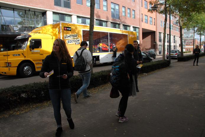 De truck stond -op een steenworp afstand van de Onderwijsboulevard- zélf in pole position.