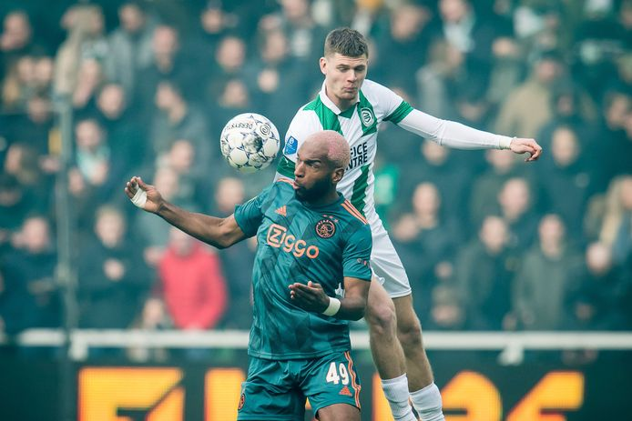 Django Warmerdam in duel met Ryan Babel.