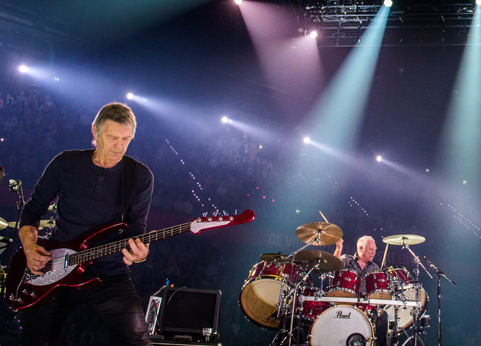 Links bassist Rinus Gerritsen en rechts drummer Cesar Zuiderwijk.