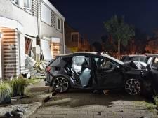Jong gezin schrikt zich kapot als auto huis ramt na achtervolging in Tilburg, politie vindt lachgas
