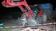 Bejaarde vrouw zwaargewond na botsing met tractor