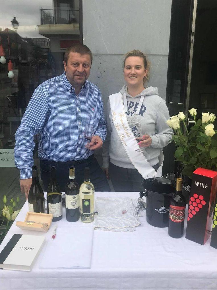 Ine Hubrechts en Johan Masco proeven alvast de wijnen eens voor.
