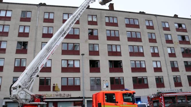 Appartement onbewoonbaar na korte, maar hevige keukenbrand: hulpdiensten kunnen kat reanimeren