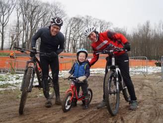 """Recreatieve crossers in het spoor van Van Aert op BK-parcours in Meulebeke: """"Op televisie leek het toch iets makkelijker"""""""