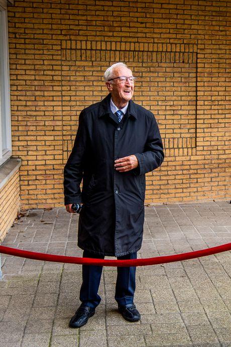 Lieve oproep van opa Henk bezorgt pasgetrouwde kleinzoon stortvloed aan kaarten