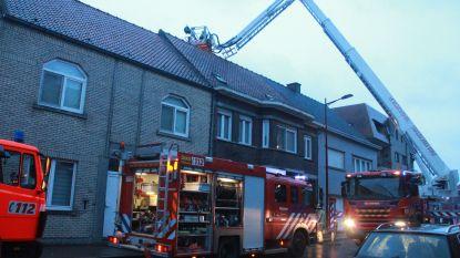 Straat afgesloten door schouwbrand