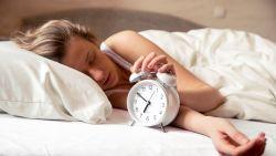 De snoozeknop is niet je vriend, je springt beter meteen uit bed