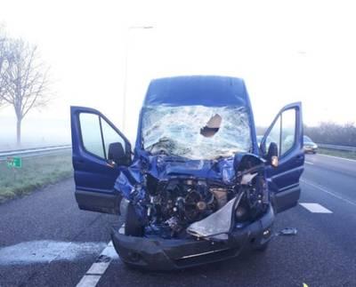 Veel schade bij ongeluk op A58 bij Bavel, persoon naar ziekenhuis