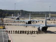 Parachutisten Groesbeek in Eindhoven de lucht in