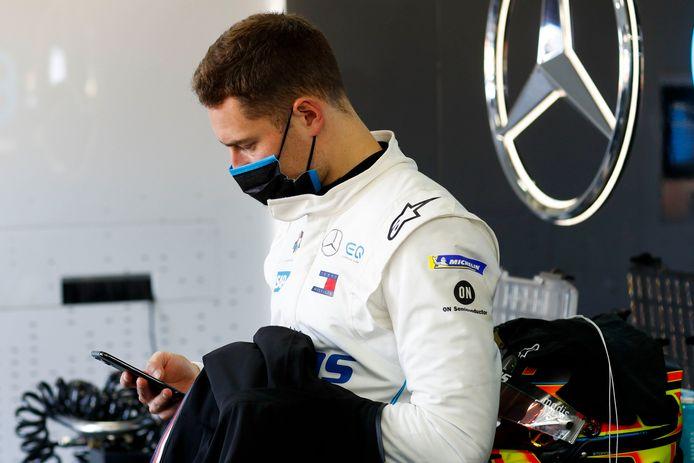 Pilote réserve de Mercedes, Stoffel Vandoorne pourrait remplacer Lewis Hamilton, dimanche, pour l'avant dernier Grand Prix de la saison.