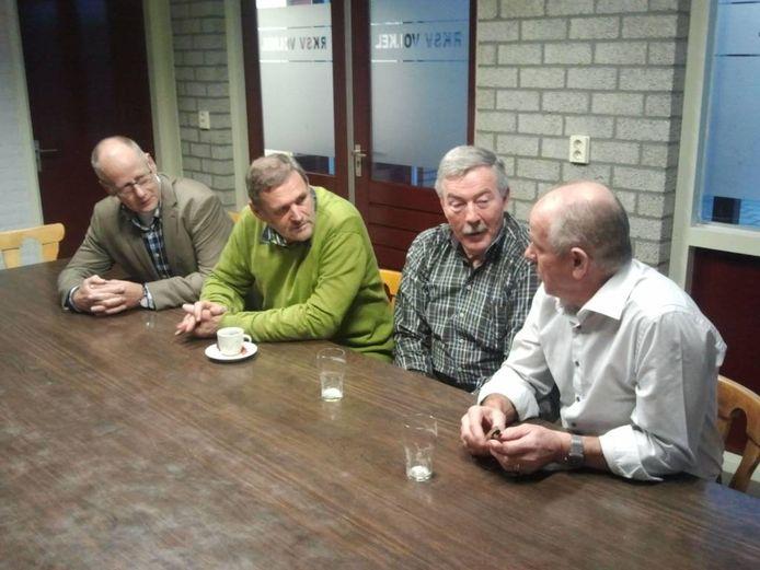 Christ van Bree, Theo van Tiel, Geert Biesterbos en Jos van der Rijt halen herinneringen op. foto Frans Raaijmakers/BD