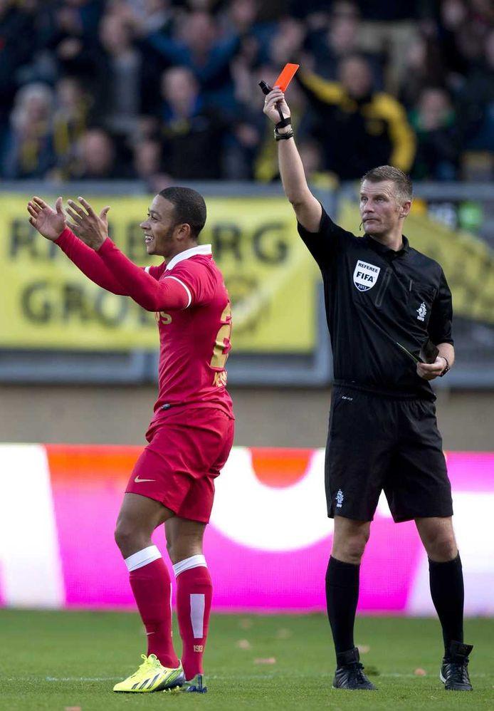 Willem van Hanegem over de rode kaart voor memphis depay: 'Mijnheer Liesveld, die stuurt Depay van PSV tegen Roda JC met twee gele kaarten van het veld. Maar de eerste was volkomen belachelijk.'