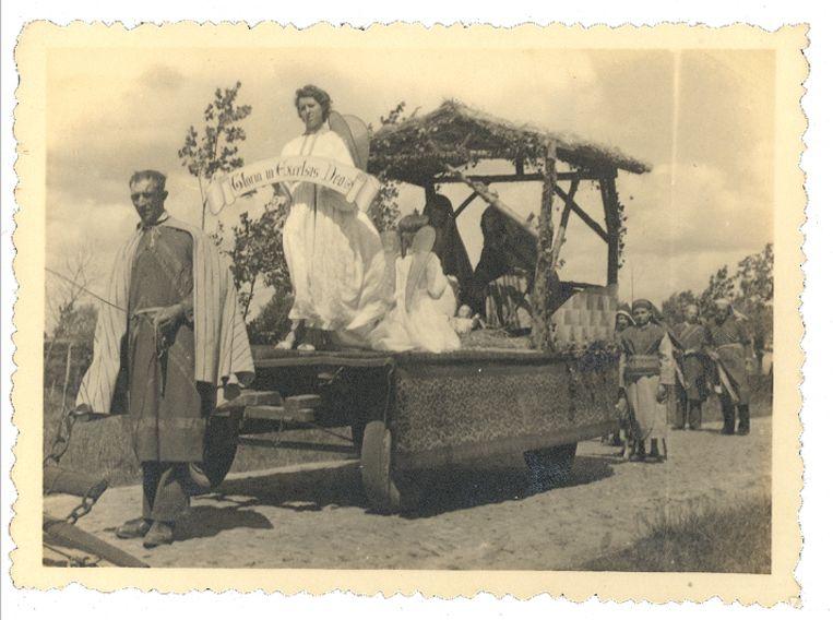 Het tafereel van de geboorte tijdens de Heilig-Bloedprocessie in 1946.
