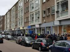 Lange rij bij uitverkoop kledingwinkel Clan de Banlieue
