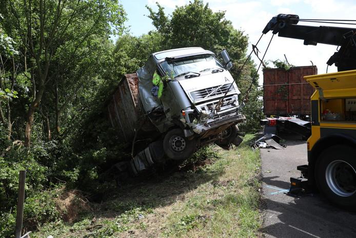 Berging van de vrachtwagen.