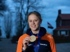Taart bij terugkeer 'gouden' Femke Beuling (19) in Emmeloord