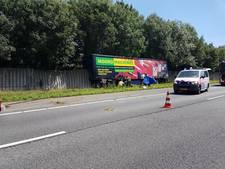 Vrachtwagenchauffeur overleden bij ongeluk op A35