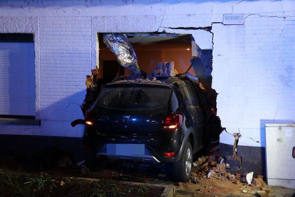 De bestuurster verloor de controle over haar voertuig en reed de woonkamer binnen.