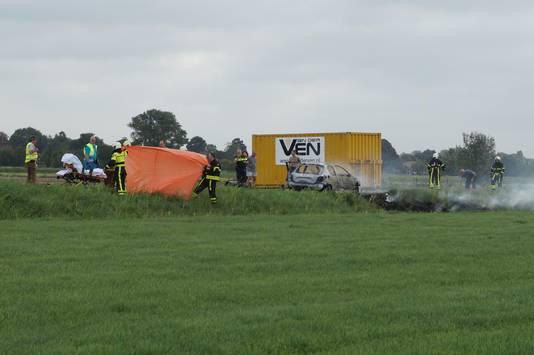 Hulpdiensten aanwezig voor autobrand in Wijk en Aalburg